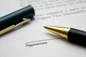 Signing-a-Contract-with-a-Maltese-Company